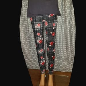 No Boundries Floral Skinny Pants Small (3-5)